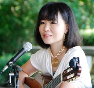 西澤沙苗(vo.&g.)2011.09.18@調布・神代植物公園バラコンサート